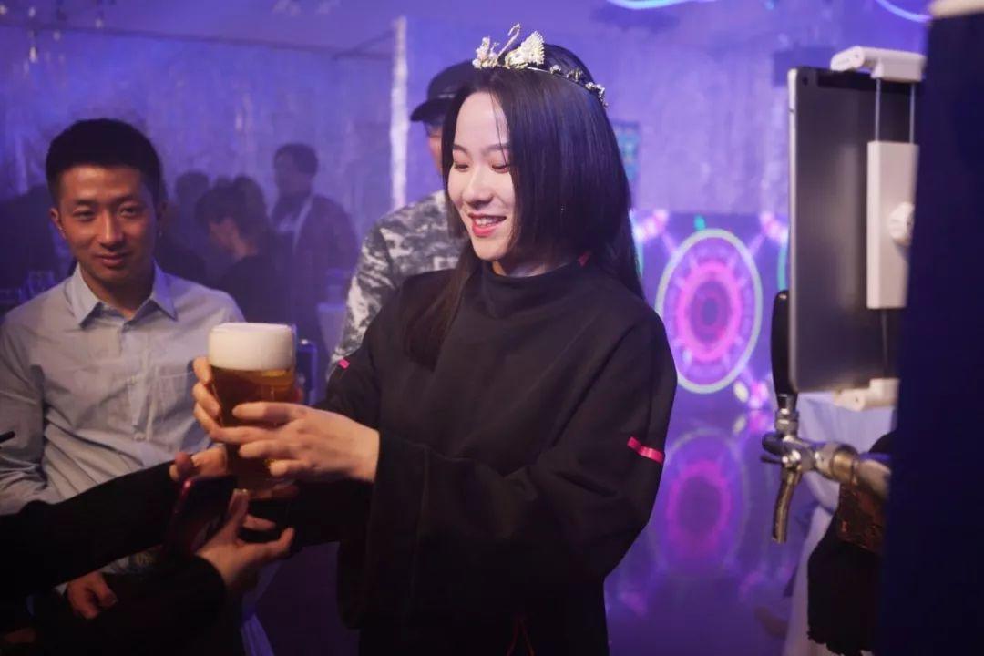 哈尔滨啤酒送给2018年最后一个18岁生日的人